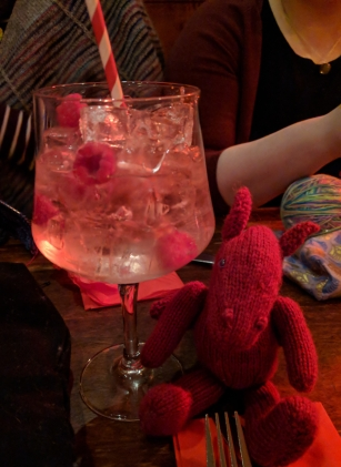 Jo dragon with a gin cocktail