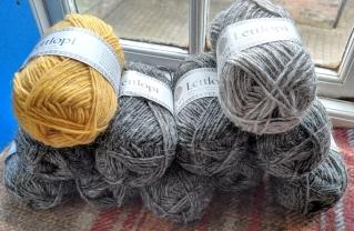 Lettlopi Ysolda sweater quantity